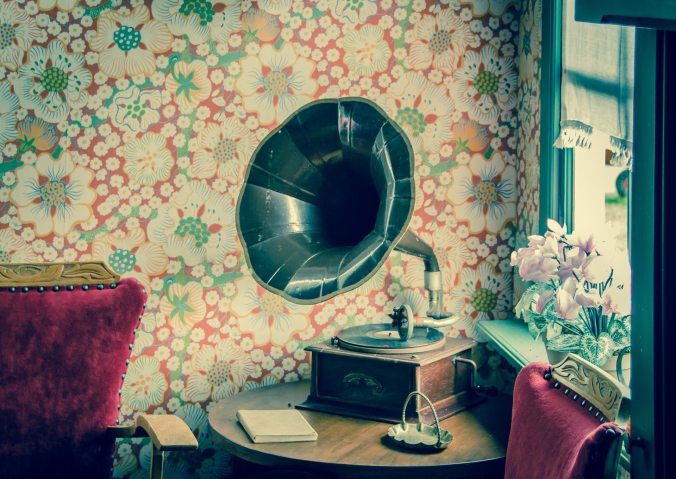 antique-audio-chair-594388